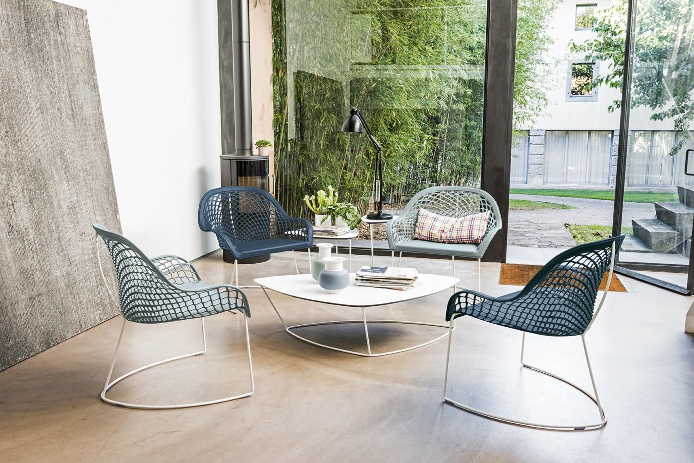 Foto di tavoli tavolini sgabelli e sedie di midj a torino